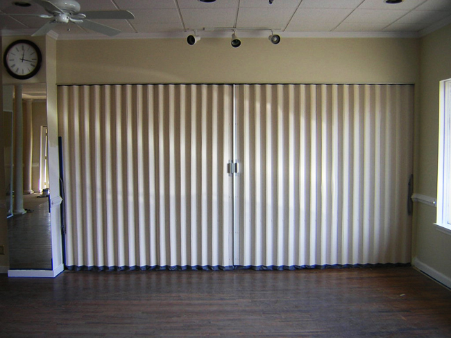Acoustical folding partitions